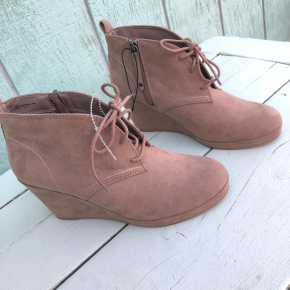 fefdb160f030 Dolce Vida Wedge Ankle Boots NWT